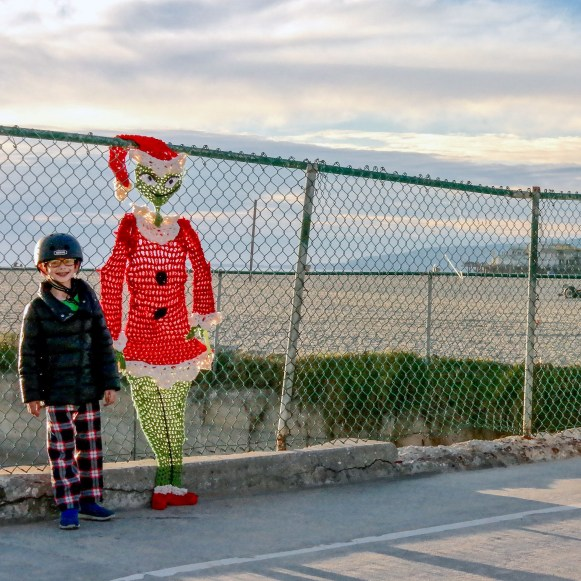 Made By London Grinch Yarn Bomb #grinchyarnbomb #yarnbomb #santamonicabeach