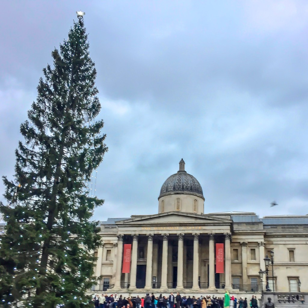 Things to do in London at Christmas Time #trafalgarsquare #londonchristmas