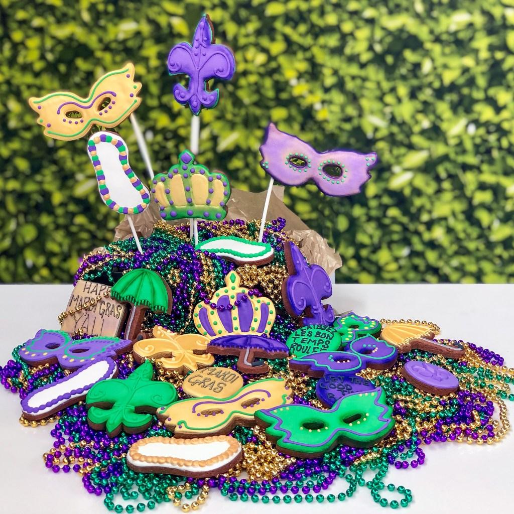#cookieclass #cookiedecoratingclass #cookieshilarystyle #cookiesareeverything #mardigrascookies #cookiepops