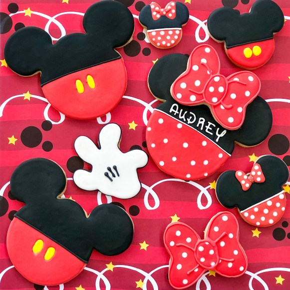 #cookieclass #cookiedecoratingclass #cookieshilarystyle #cookiesareeverything #mickeymousecookies