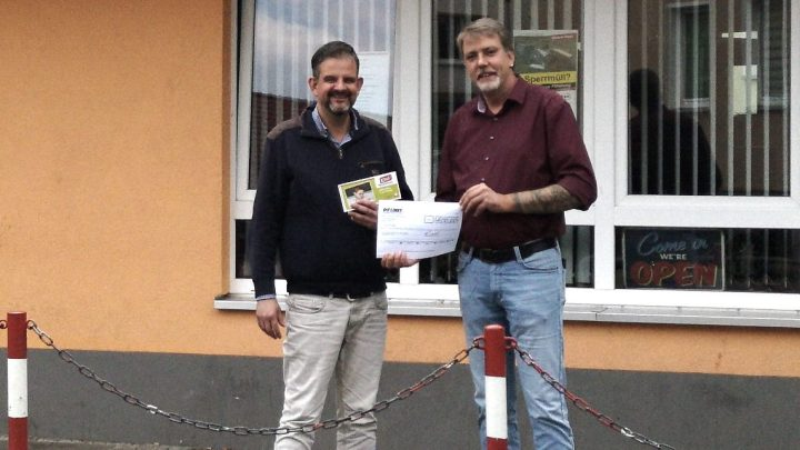 Kreistagsabgeordnete der LINKEN spenden für Hausaufgabenhilfe 'ETUI'