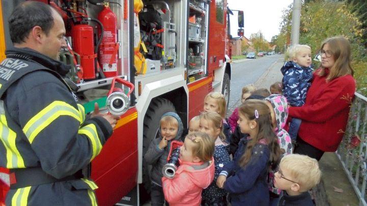 Erfolgreiche Übung mit der Feuerwehr: Caritas-Kita St. Antonius in Sorsum probt für den Ernstfall