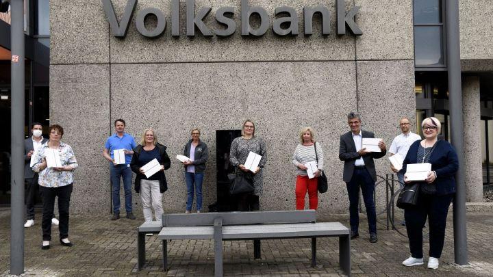 Volksbank verschenkt iPads an Seniorenheime