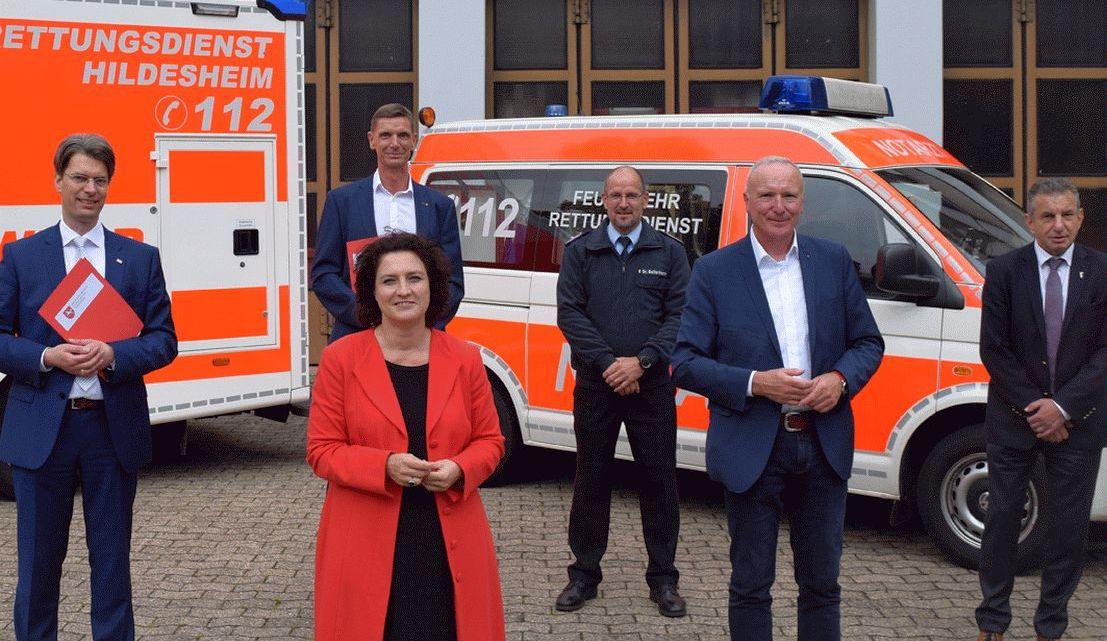 Ausbau des digitalen Notfallmanagements: Gesundheitsministerin überreicht IVENA-Förderbescheide in Hildesheim