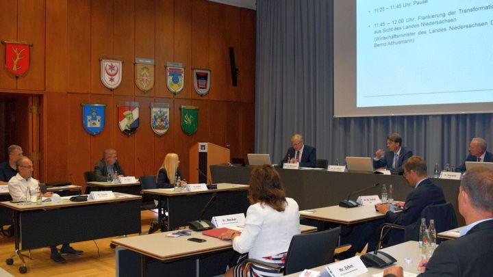 Hochkarätiges Treffen im Rathaus zeigt Perspektiven für Zuliefer- und Automobilindustrie auf
