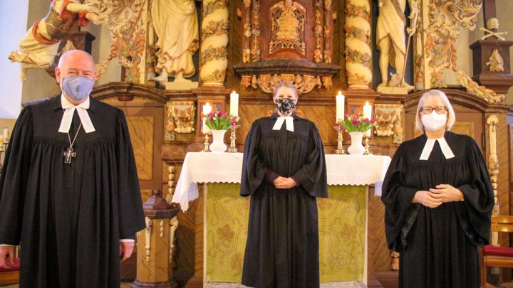 Regionalbischof Eckhard Gorka ordiniert Silke Fahl zur Pastorin