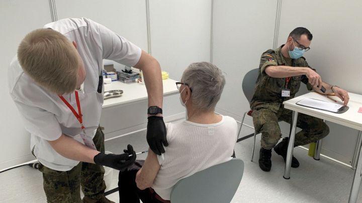 Corona: Unterstützung durch Bundeswehr im Hildesheimer Impfzentrum