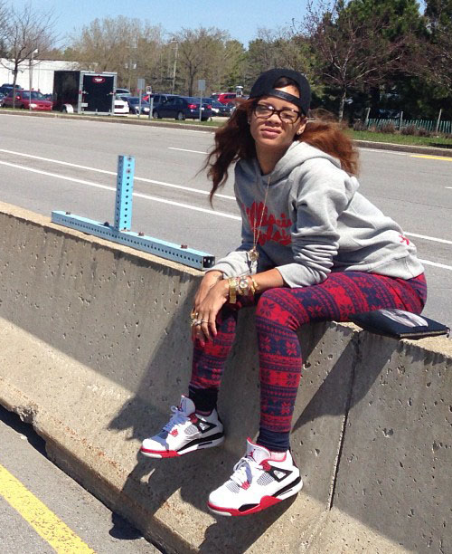 rihanna-in-the-air-jordan-4-fire-red-