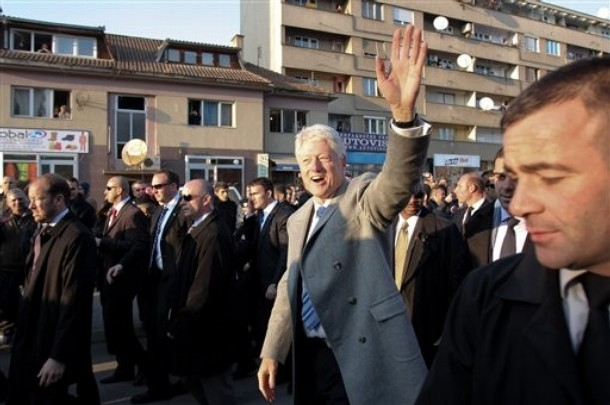 UPdated: Kosovo unveils statue honoring President William J. Clinton (4/6)