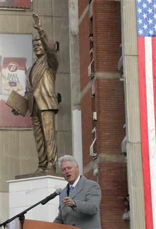 UPdated: Kosovo unveils statue honoring President William J. Clinton (1/6)
