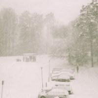 Här råder stiltje, snön bäddar in allt i vitt och tystnad