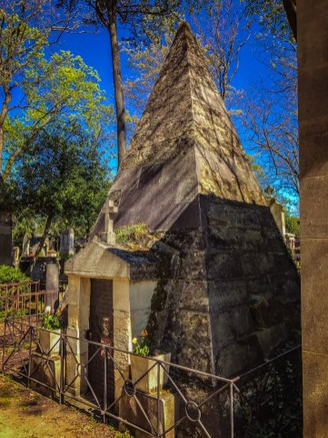 Pyramid tomb - Pere Lachaise