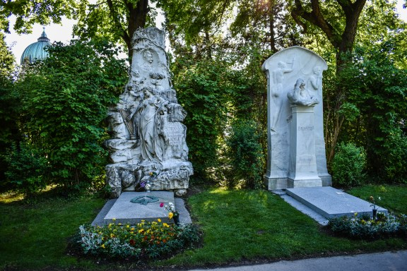 Vienna cemetery - Johann Strauss and Brahms graves