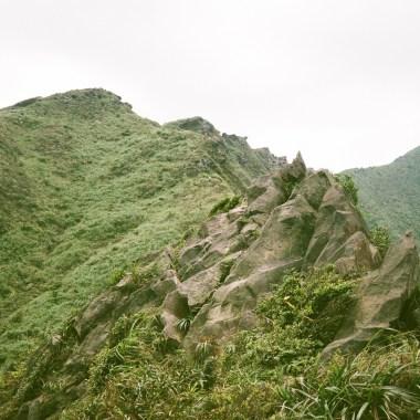 艷陽下搖動的龍脊【 劍龍稜 -鋸齒稜-555峰-無耳茶壺山】