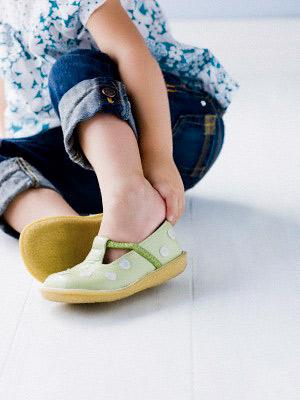 pg-toddler-dressing-put-on-shoes-full