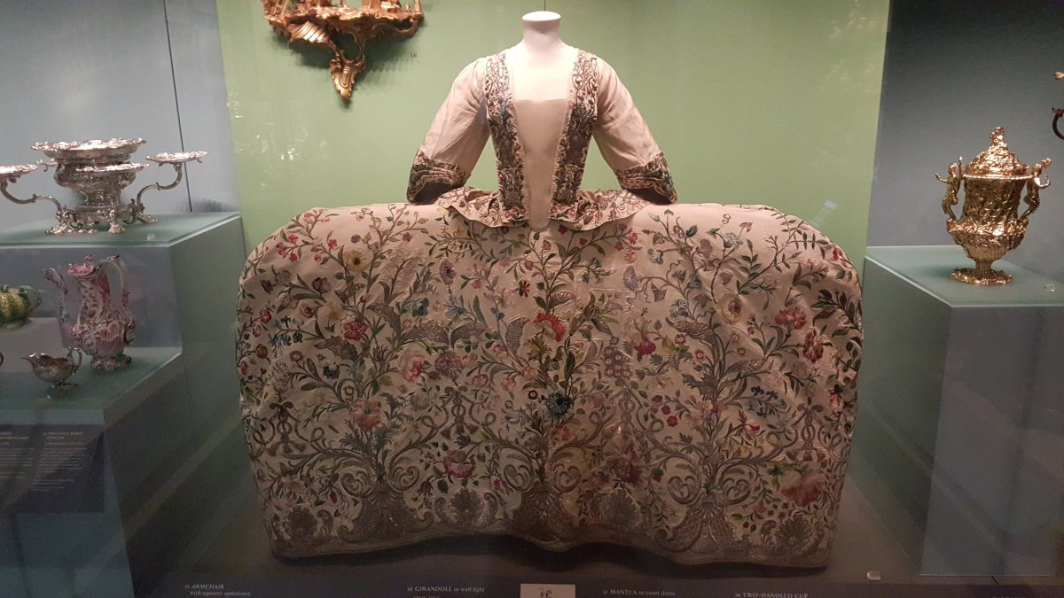 2015 Oct V&A Embroidered gown