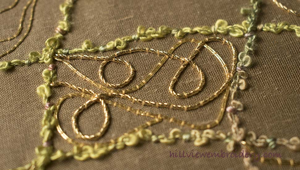 mixing a variety of gold threads in an interesting way gives a great effect