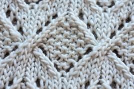 Moss stitch diamond in Umaro blanket