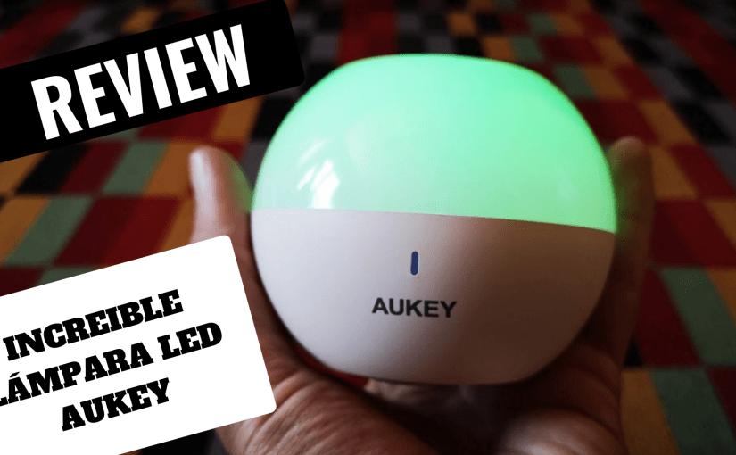 Nos ha encantado esta pequeña lámpara LED multicolor  de Aukey