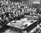 May aplaza votación del Brexit en el Parlamento