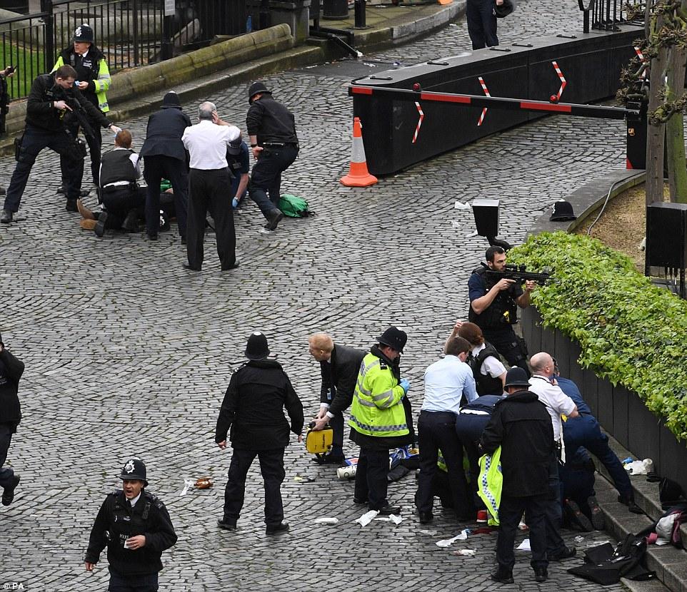 Ataque cerca del Parlamento en Londres: 5 muertos y 40 heridos (VIDEO)