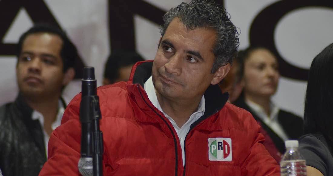 Ochoa Reza declaró ser de NL y así adquirió 18 concesiones de taxi
