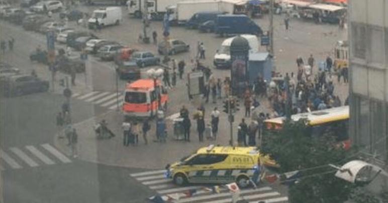 Atacan con cuchillo en plaza pública de Finlandia (VIDEO)