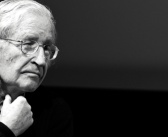 Noam Chomsky visita a Lula en la cárcel