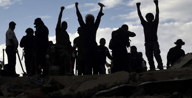 El sismo saca a flote el trepidante poder de los jóvenes en México
