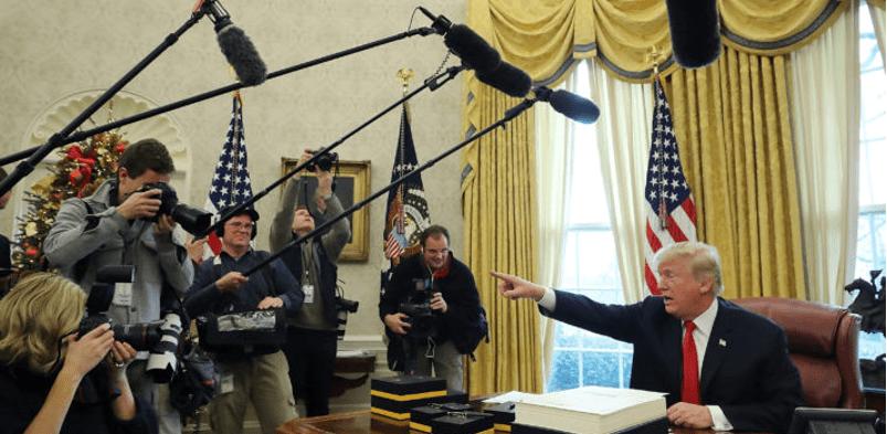 "Otorga Trump premios ""Fake News"" a medios de EU"