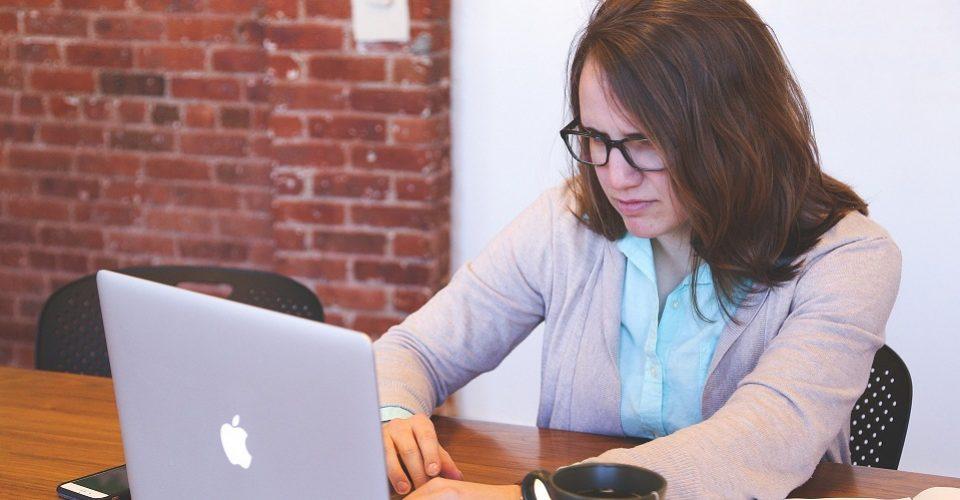 ¿Acoso digital? Una plataforma da herramientas de seguridad para mujeres