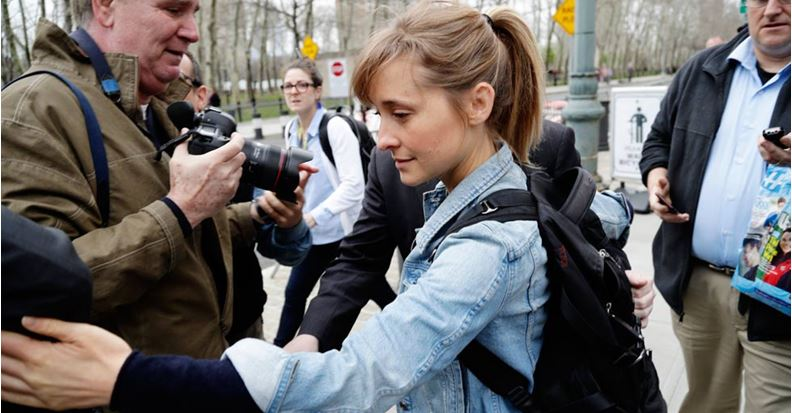Otorgan fianza a Allison Mack, implicada en secta sexual Nxivm