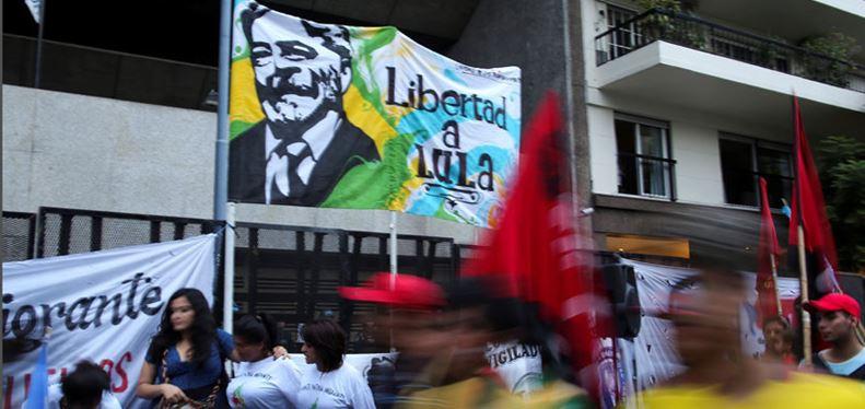 Lula se inscribe como candidato presidencial