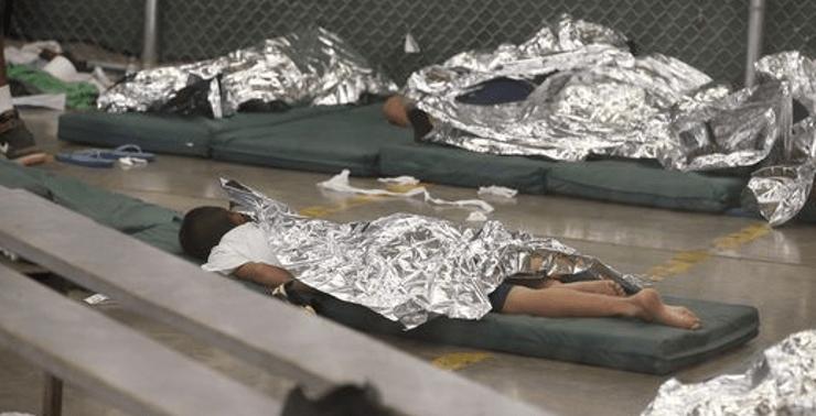 """Los niños migrantes """"enjaulados"""" en la era de Obama (FOTOS)"""