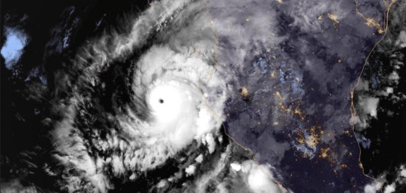 El huracán Willa amenaza a Mazatlán con vientos de 130 km/h