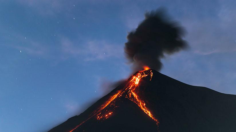 El Volcán de Fuego vuelve a entrar en erupción