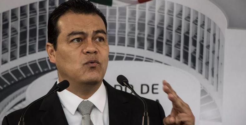 El perredista Juan Zepeda pide licencia al Senado