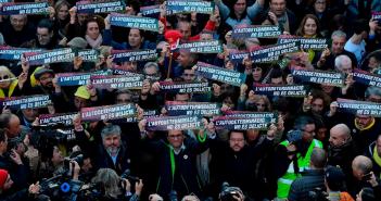 Marchan miles en Barcelona contra juicio a independentistas