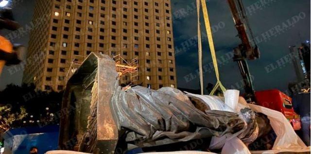 Retiran estatua de Colón en la CDMX, antes de que la tumben…