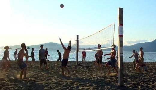 海で大人数でできる楽しい遊び7選!夏の思い出を作ろう!