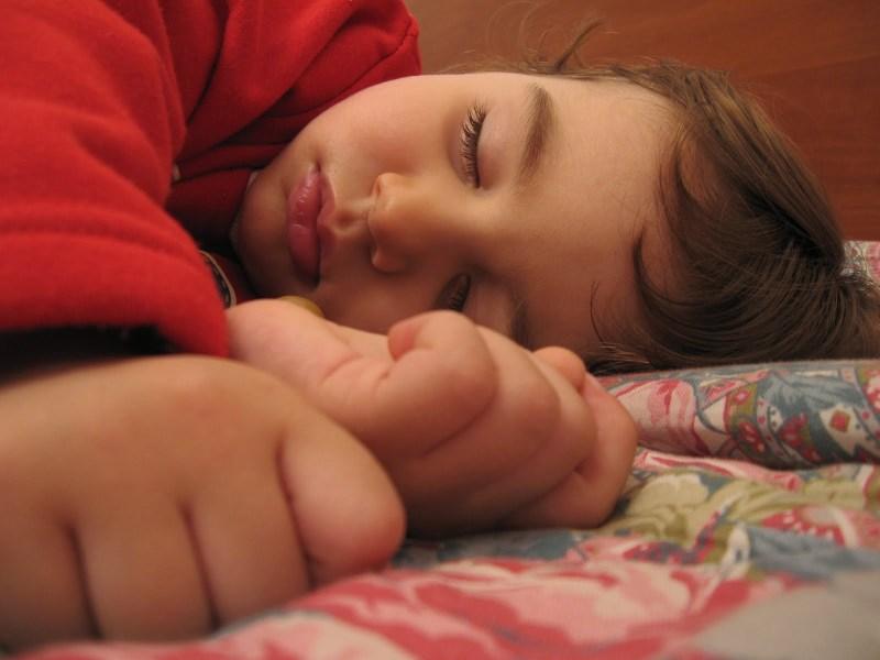 A_child_sleeping3