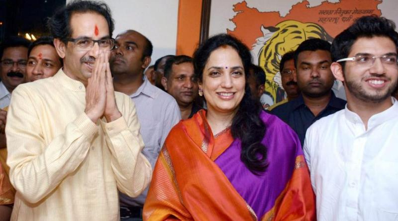 सितारों की चाल-अब महाराष्ट्र की भाजपा सरकार खतरे में