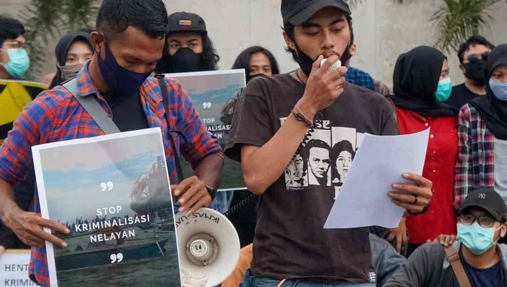 "Aksi Kamisan: ""Hentikan Tambang Pasir Laut di Kepulauan Sangkarrang!"""