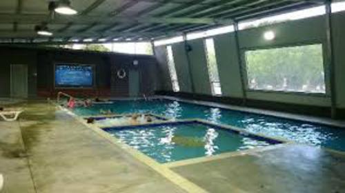 The wonderful heated indoor pool at the Windmill Caravan Park