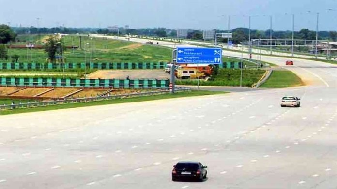 सिर्फ FASTAG से नहीं चलेगा काम! Yamuna Expressway पर चलना है तो डाउनलोड कर लीजिए Highway Saathi App