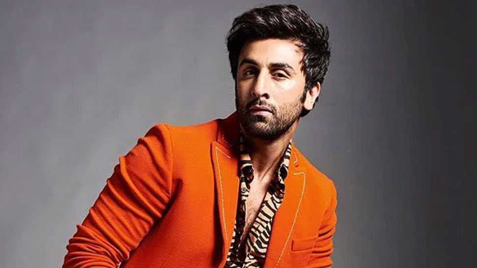 Ranbir Kapoor started removing louse from whose head during the shooting, VIDEO VIRAL |  Ranbir Kapoor started removing lice from whose head during the shooting?  VIDEO HAPPENING VIRAL