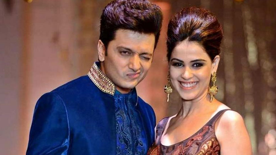 Riteish Deshmukh had touched bride Genelia's feet 8 times in marriage, if you want to know the reason then watch VIDEO |  Riteish Deshmukh had touched the feet of bride Genelia 8 times in the wedding, if you want to know the reason then watch VIDEO