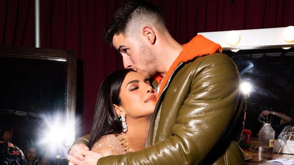 priyanka chopra and nick joans romantic photo getting viral both hugging each other |  Priyanka-Nick's romantic photo went viral when they met after a long time