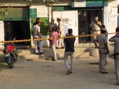 दिल्ली में दिनदहाड़े बैंक में लूट, कैशियर की गोली लगने से मौत, देखे सीसीटीवी वीडियो-
