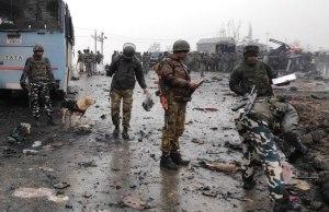 पुलवामा आतंकवादी हमला Live Update: CRPF के शहीद जवानों को दी गई श्रद्धांजलि, दिल्ली लाए जा रहे है जवानों के शव